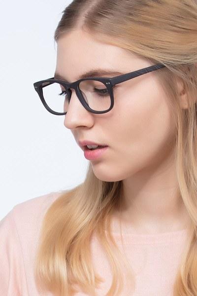 Carla - men model image