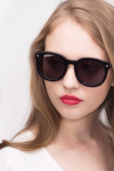 Paige - men model image